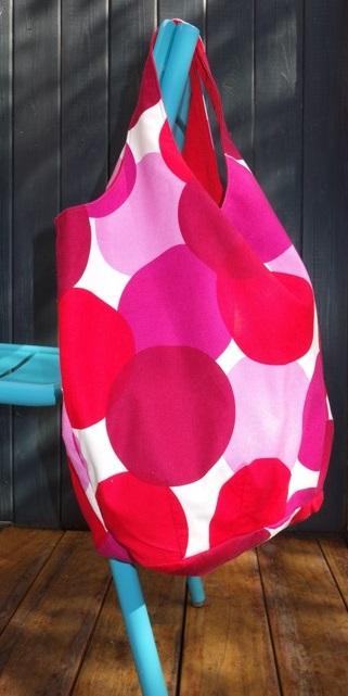 rot-weiß gepunktete Einkaufstasche aus Baumwolle