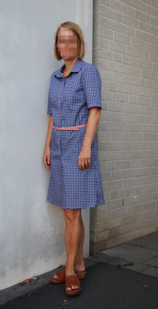 Seitenansicht des Kleides.