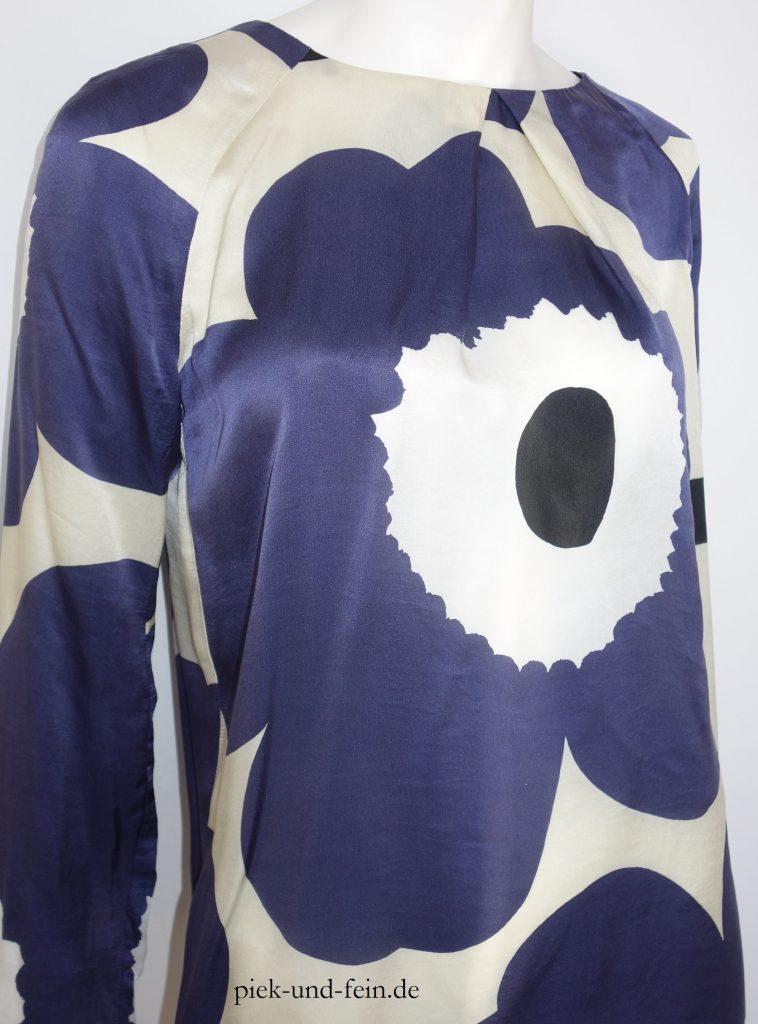 weiß-blaue Seidenbluse