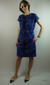 blaues Sommerkleid mit Batikmuster