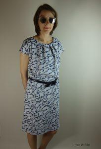 Jerseykleid mit schwarzem Gürtel