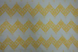 wollweißer Jersey mit gelben Zickzacklinien
