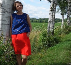 Roter Pocket Skirt und blaues Burdastyle Top