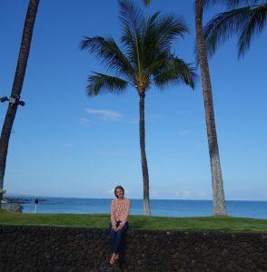 Burdastyle Seidenbluse beim Fotoshooting mit Palmen auf Hawaii