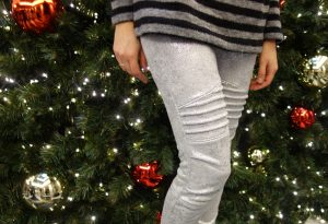 Cassie-Pants aus silbernem Jersey
