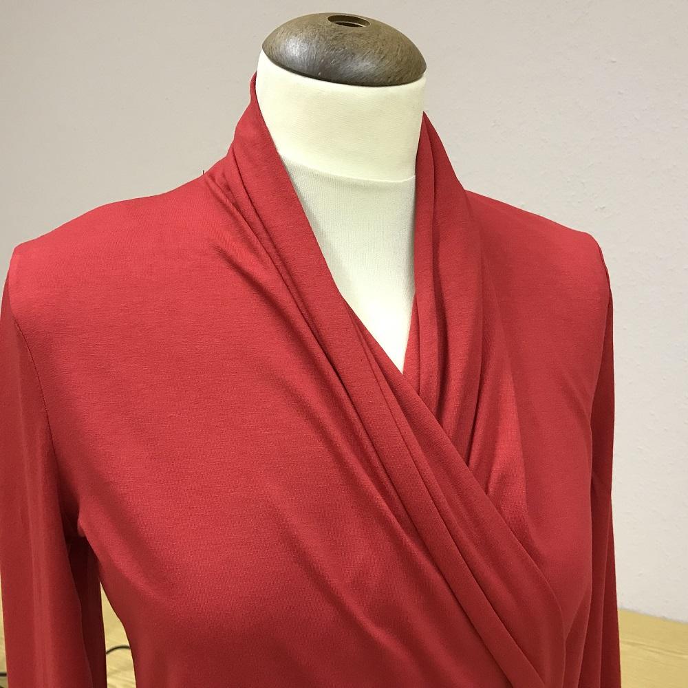 rotes Wickelshirt aus der Burdastyle