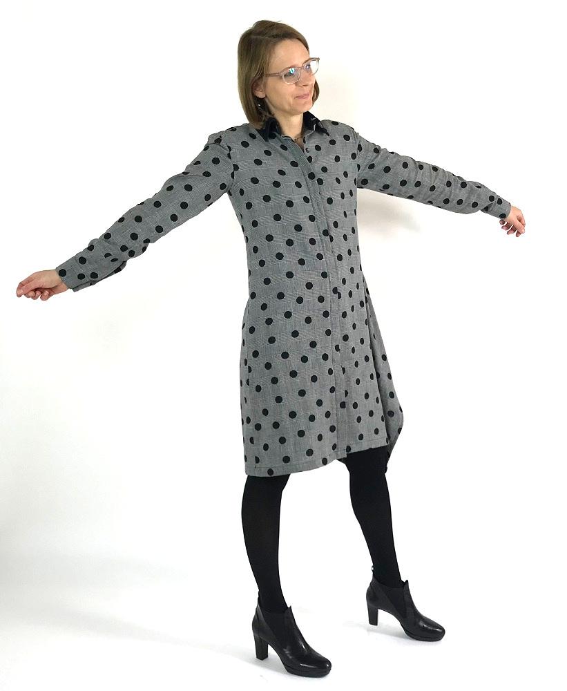 Burdastyle Kleid aus Double Face Stoff mit schwarzer und grauer Stoffseite