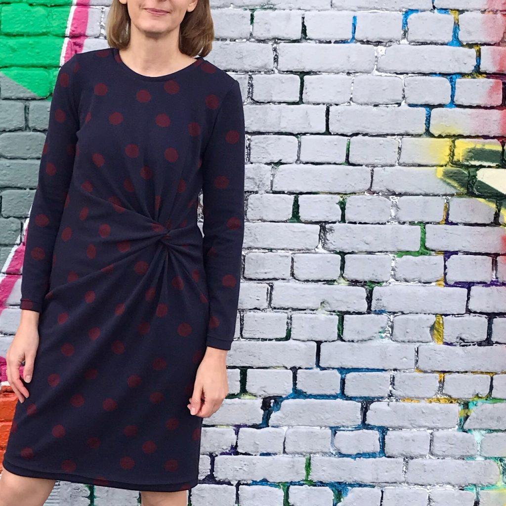 Kleid Silia aus Strickstoff mit Punkten