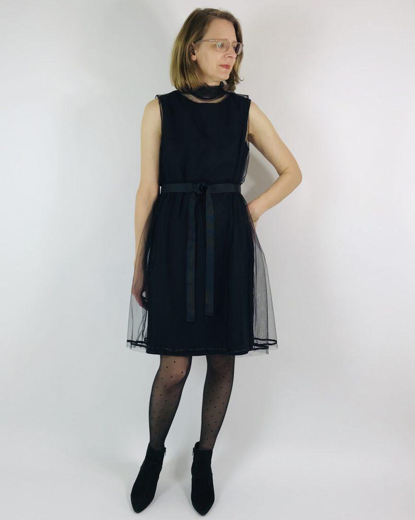 schwarzes Kleid mit Tüllkleid